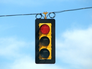 LED_traffic_light_on_red